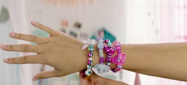 Браслет-игрушка Twisty Petz на руке